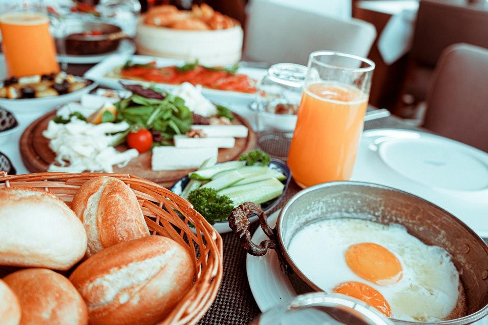 Quais alimentos evitar no café da manhã?